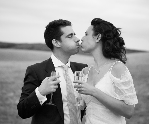 Birling-Manor-East-Sussex couple love kiss
